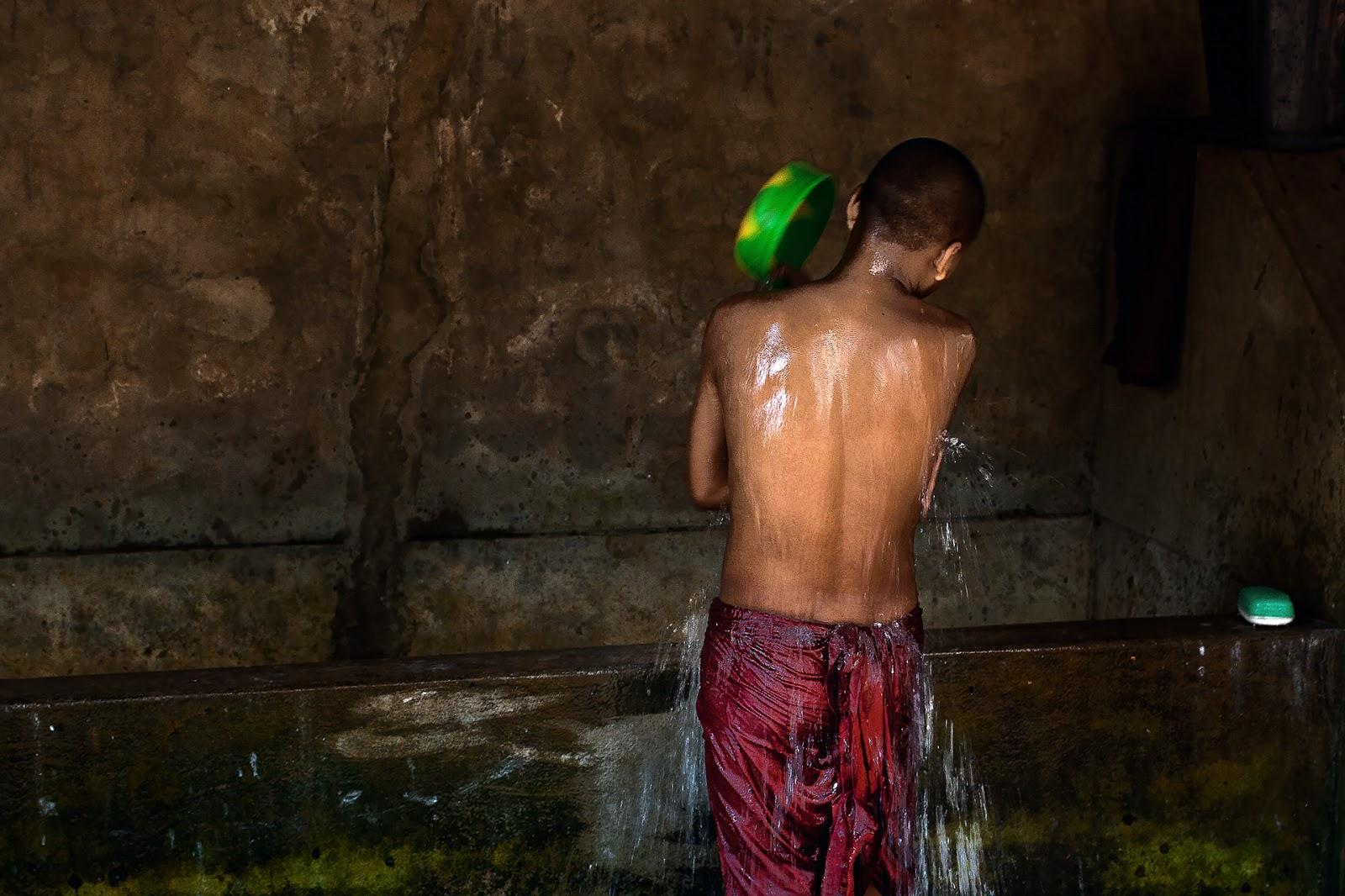 mnich,toaleta,klasztor,birma