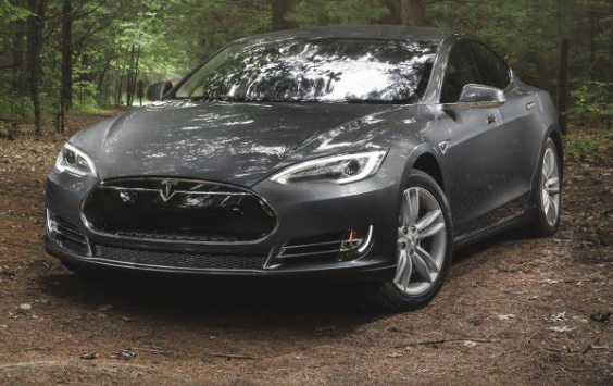 2015 Tesla Model S P90D Review