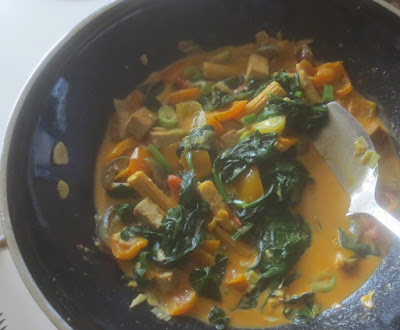 Rotes Curry mit Gemüse und Tofu