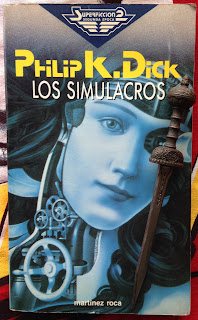 Portada del libro Los simulacros, de Philip K. Dick