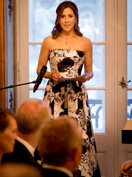 Princess Mary wore a floral print dress by Danish designer Lasse Spangenberg at Mary Foundation's dinner.