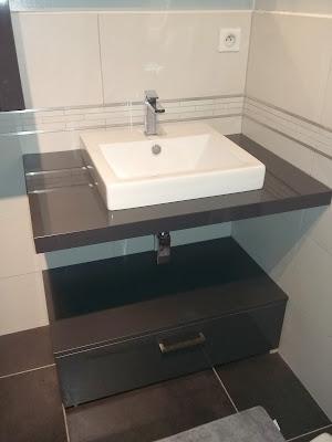 bricolage de l 39 id e la r alisation salle de bain gris et blanc anthracite noire. Black Bedroom Furniture Sets. Home Design Ideas