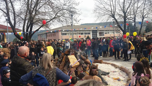 Γιάννενα: Ολοι Τους ..Έκλεψαν Την Παράσταση ...Πλήθος Κόσμου Στην Καρναβαλική Παρέλαση Στον Κατσικά!