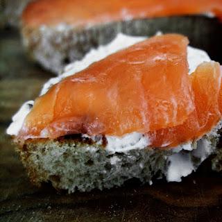 Apéritifs et Entrées: toasts au saumon et fromage