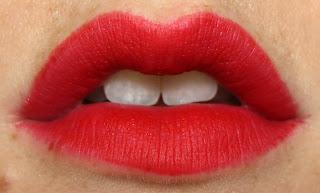 MAC lipstick retro matte Ruby Woo swatch red
