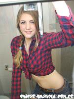 Chica Amateur muestra las tetas
