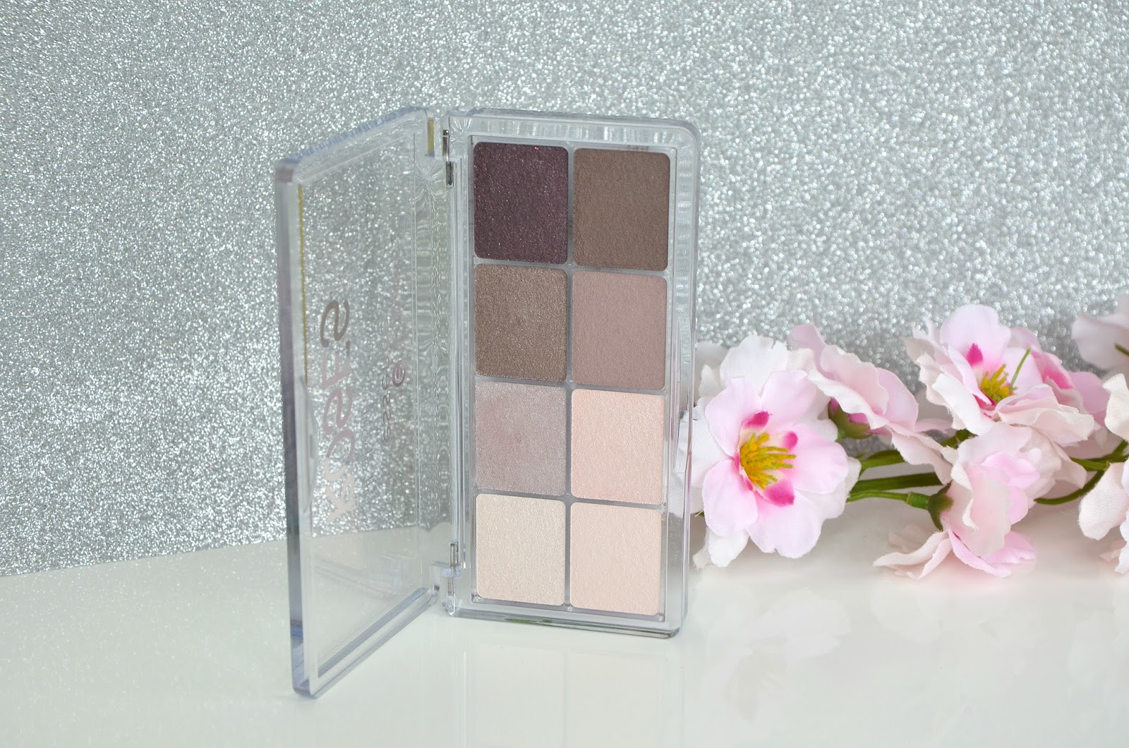 All about roses eyeshadow palette yeux Essence