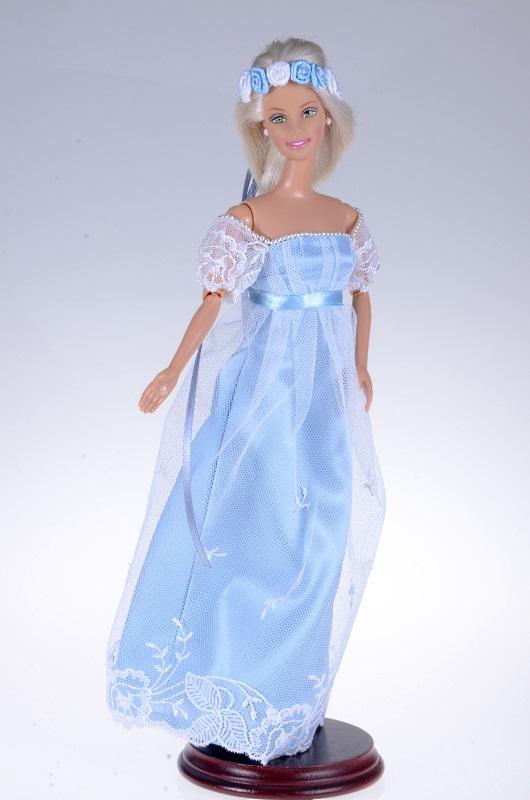 Suknia i wianek dla lalki Barbie.