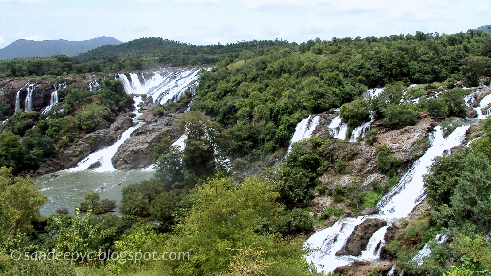 Full view of Bharachukki falls as seen from the view point