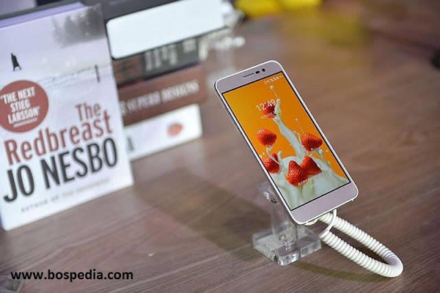 ZTE Blade A910, Blade V7 Max Dual-SIM Dengan Sensor Sidik Jari Diluncurkan