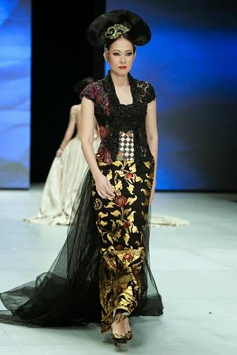 Koleksi Model Kebaya Modern Anne Avantie Untuk Wisuda