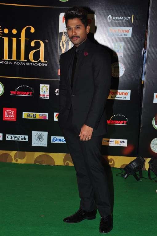 Allu Arjun looked dapper in a suit