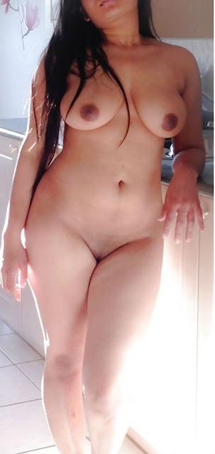 bhabhi ki chikni choot,desi bhabhi ki sexy gaand,hot sexy bhabhi nude in kitchen