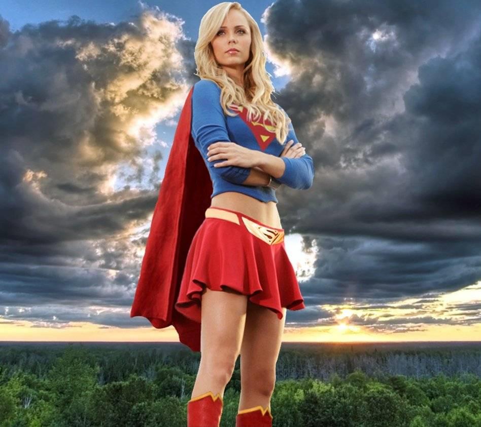supergirl as Laura vandervoort