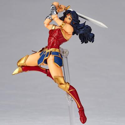 Figuras: Imágenes de la Revoltech, dedicada a Wonder Woman de Kaiyodo