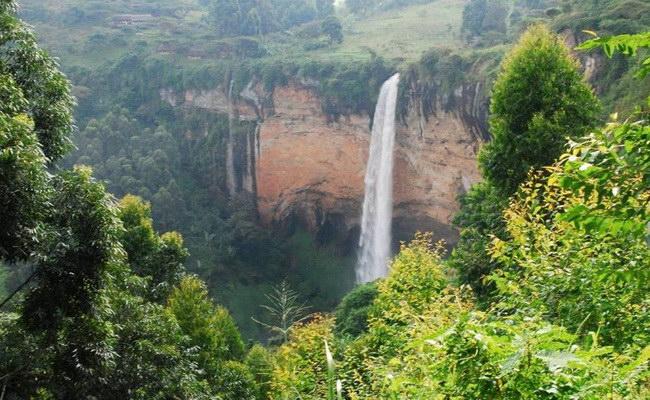 Xvlor.com Mount Elgon National Park is volcano reserve on Uganda and Kenya