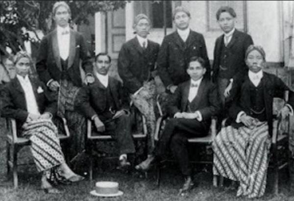 Makalah Keragaman Ideologi serta Dampaknya terhadap Pergerakan Kebangsaan Indonesia