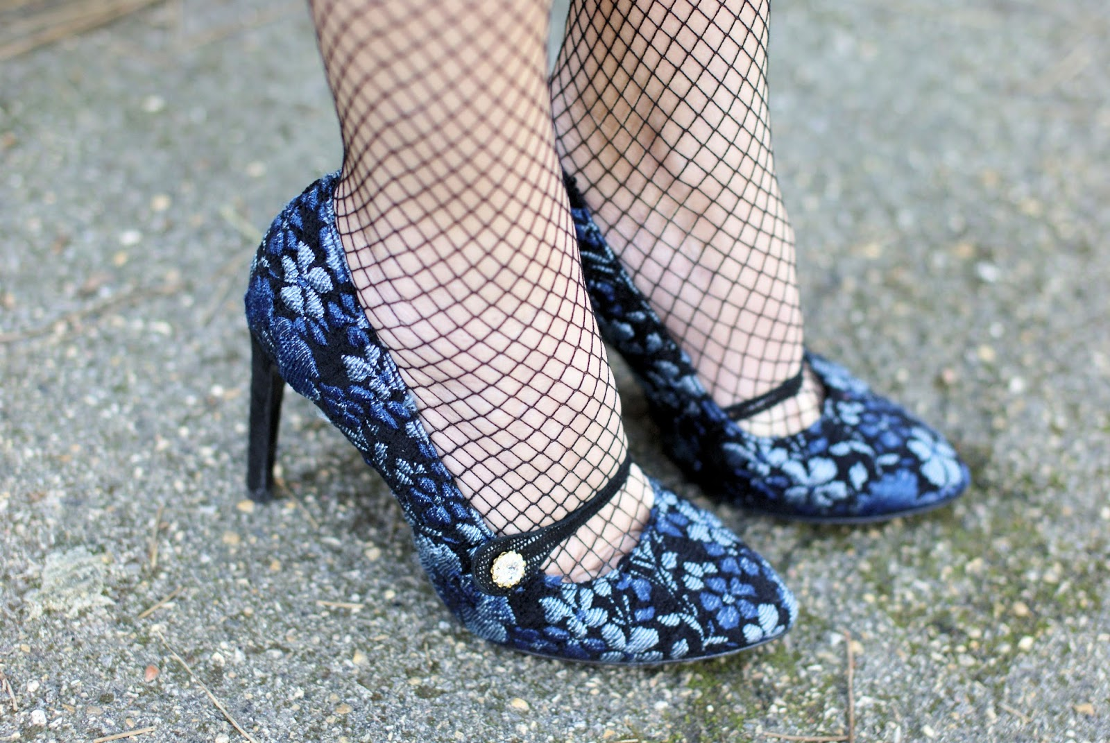 Giancarlo Paoli tapestry pumps and fishnets on Fashion and Cookies fashion blog, fashion blogger style