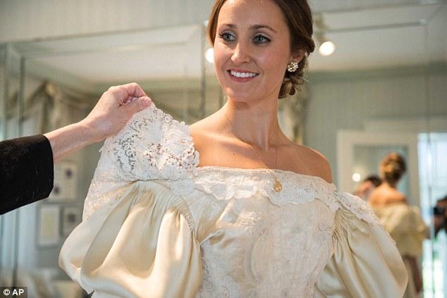 Vestido de noiva de 120 anos, tradição familiar