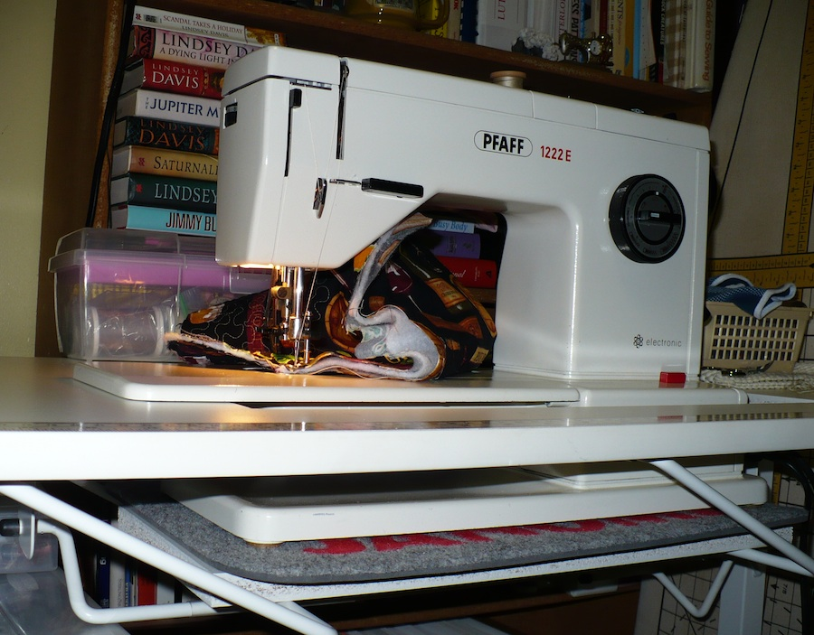 Eyelets In The Seams Free Motion Quilting 40the Machine Impressive Gidget Sewing Machine Table