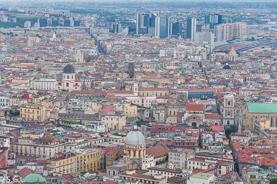 Spaccanapoli en Napoles, encanto ciudad decadencia