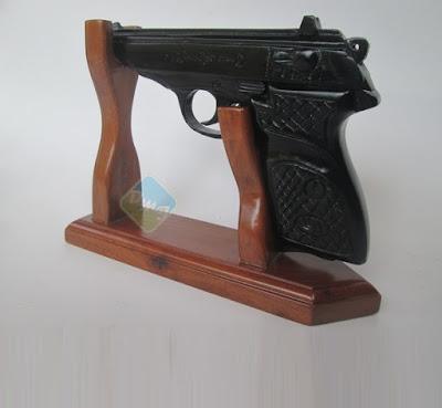 pistol-kayu