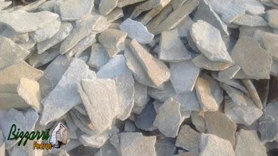 Pedra chapas de pedra moledo, para construção de calçada de pedra, com espessura de 5 cm a 10 cm.