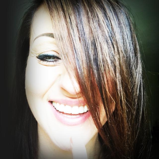 uśmiech,szcęście radośc jak być szczęśliwym, łap szczęście, kobieta piękne równe zęby, smile, śmiejemy się, jak wyzwolić w sobie radość, pewność siebie i szczęście, lifestyle, blogerka kobieta szczecin,refleksy na włosach, sombre,style