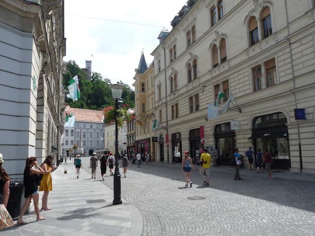Foto del Castillo de Liubliana desde la zona antigua de la ciudad. Ruta en autocaravana por Eslovenia | caravaneros.com