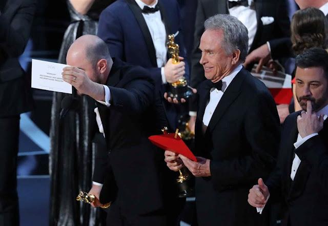 """Oscares 2017 - Depois um erro gigante, o prémio de melhor filme foi afinal para """"Moonlight"""""""