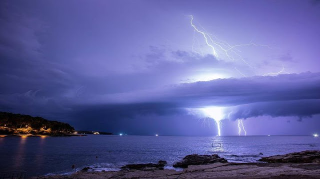 Amazing lightning off Pula, supercell