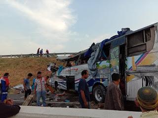 Bus Siliwangi Antar Nusa Trayek Antar Propinsi Mengalami Kecelakaan Di Tol Kanci Pejagan.