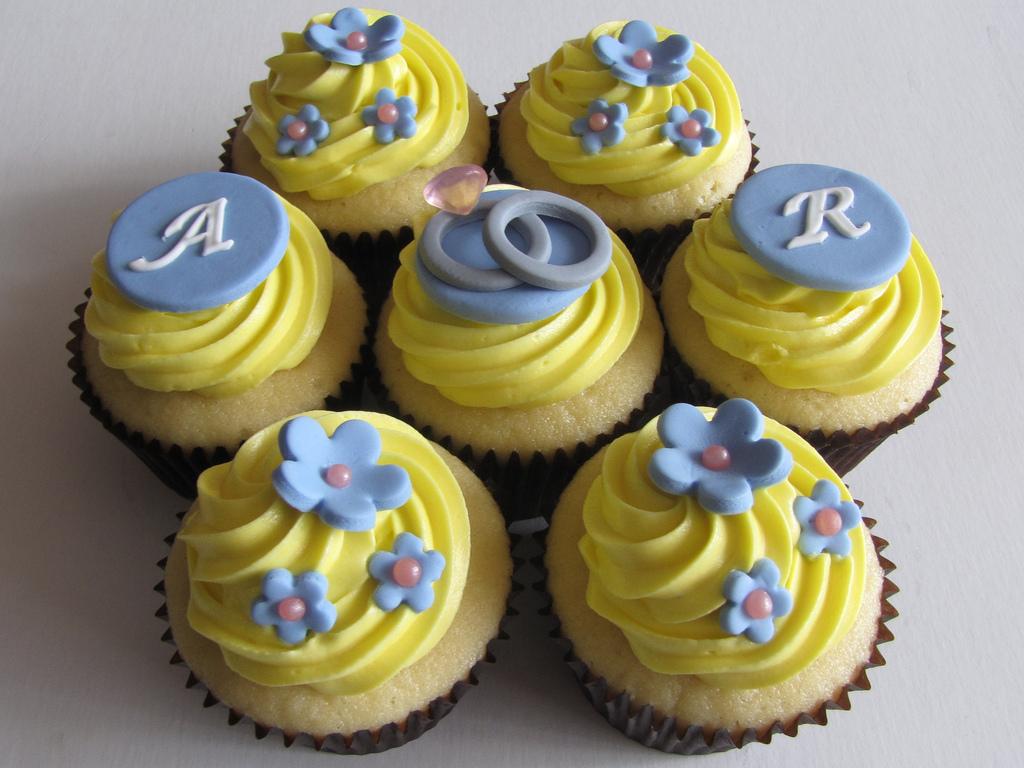 Bruidstee/Kombuistee on Pinterest | Bridal Shower Cupcakes ...
