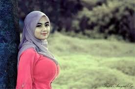 Inilah Busana Wanita Muslim yang Tidak Mencerminkan Akhlak dan Iman