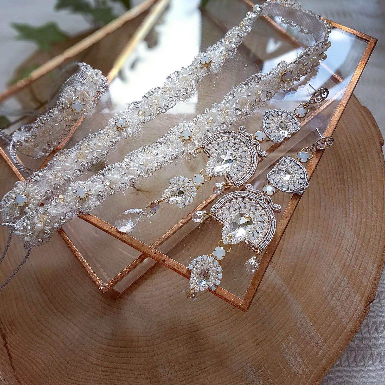 Orientalne kolczyki ślubne sutasz z kamieniami Swarovski i perłami.