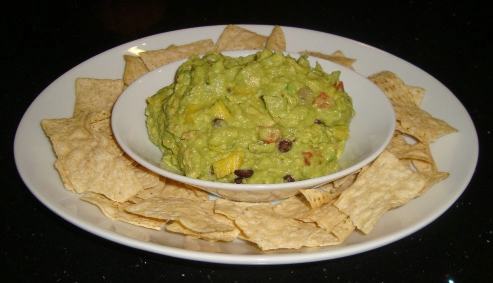Sarah's Kitchen: Pineapple-Black Bean Guacamole