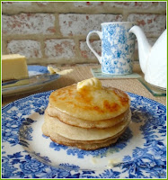 Pikelets, made from a yeasted mixture