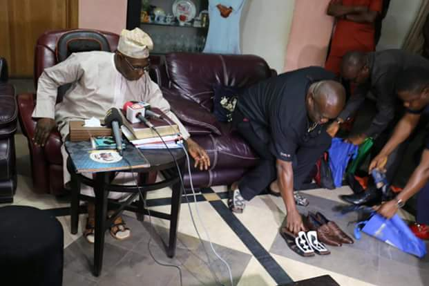 Obasanjo Receives Made In Aba Shows From Gov. Ikpeazu, Says the shoes are classy, classic, comfortable, wonderful.
