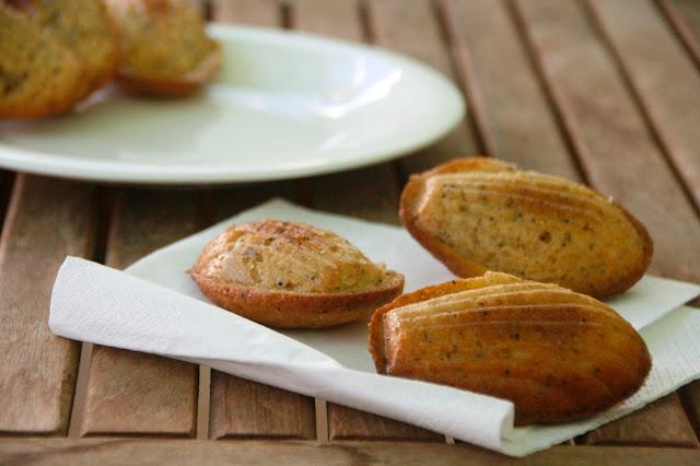 Madeleines semi-integrales con limon y semillas de amapola para el desayuno