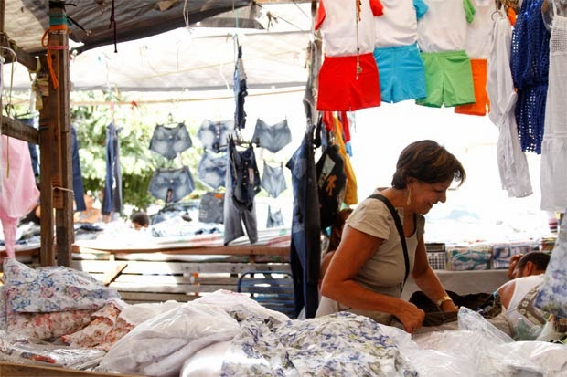 92ac3d556 O box Girassol é especializado em moda praia. Foto  Blenda Souto  Maior DP D.A Press