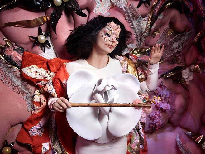 Björk cria conceito utópico entre relação natureza e ser humano no clipe de 'Tabula Rasa'