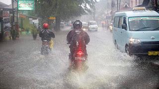 Hukum Najis di Jalanan di Musim Hujan