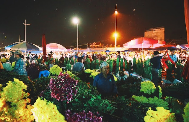 The Colorful Night Markets Throughout Vietnam 4
