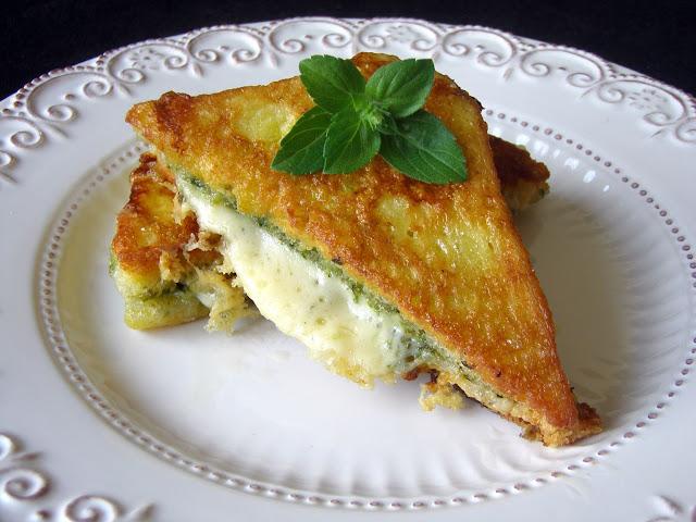 tosty Tosty z zielonym pesto i serem