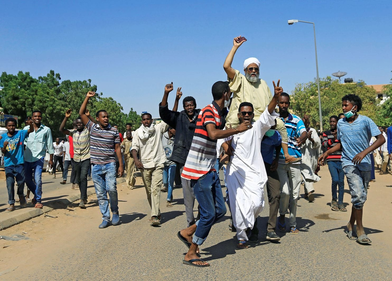 <US warns Sudan to free protesters, probe deaths