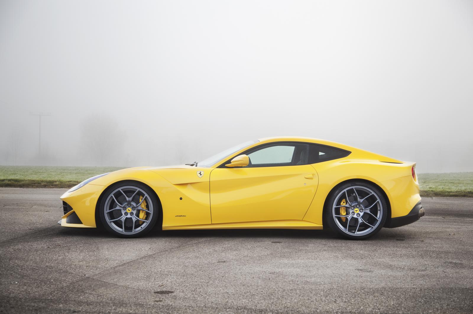 ferrari f12 berlinetta by novitec rosso. Black Bedroom Furniture Sets. Home Design Ideas