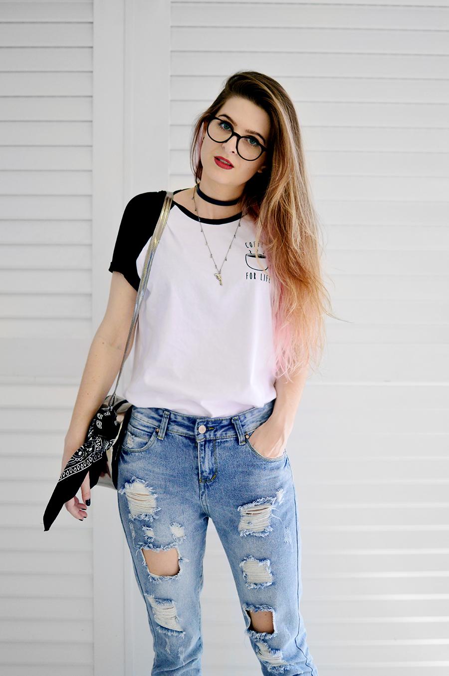 CamilaRech.com.br Look T-shirt calu00e7a jeans destroyed e oxford