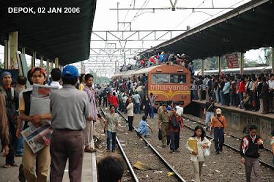 Foto-Foto KRL tahun 2005 dan 2006 yang Sangar sekaligus Nekad