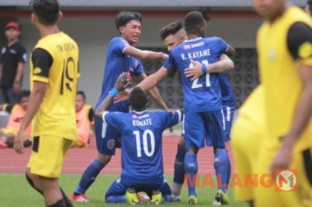 Gasak Bhayangkara FC 4-0, Arema Melaju ke Semi Final