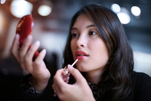 Tips Pemakaian Lipstick Tahan Lama